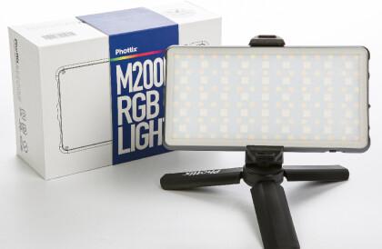 Новинка. Светодиодная панель с аккумулятором и мини-штативом Phottix (81419) M200R RGB Light